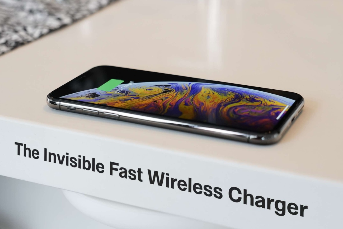 The ENERQi wireless charger stays out of the spotlight