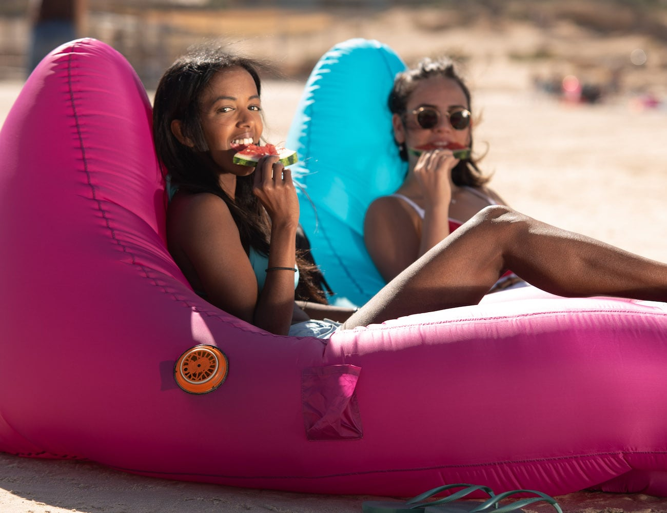 AirThrone Premium Auto-Pump Air Lounger inflates in only 90 seconds
