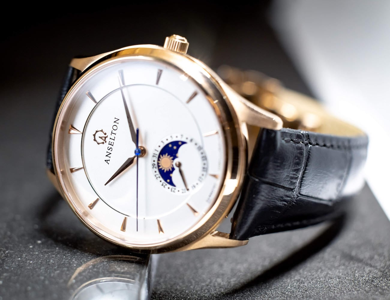 Anselton Sundate Luxury Design Watch is designed to bring out emotion