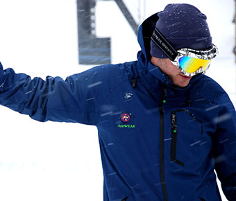 AppWEAR+Jacket+%26+Vest+have+four+warming+zones+and+a+12-hour+battery