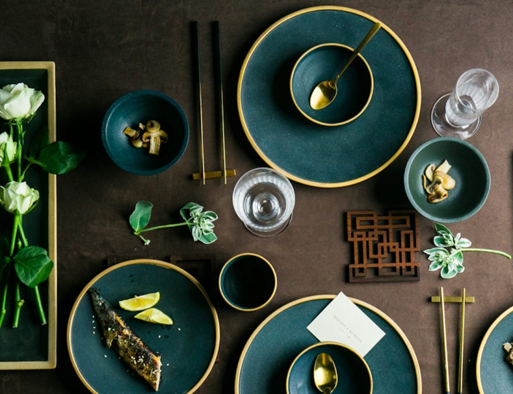 Ceramic+Gold+Inlay+Dining+Dishes+add+a+pop+of+color+and+style