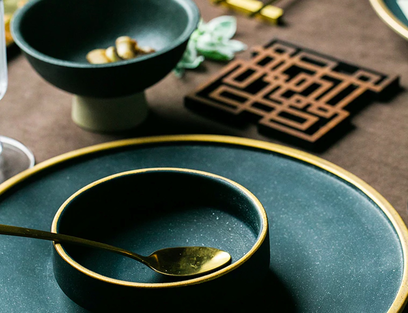 Ceramic Gold Inlay Dining Dishes add a pop of color and style