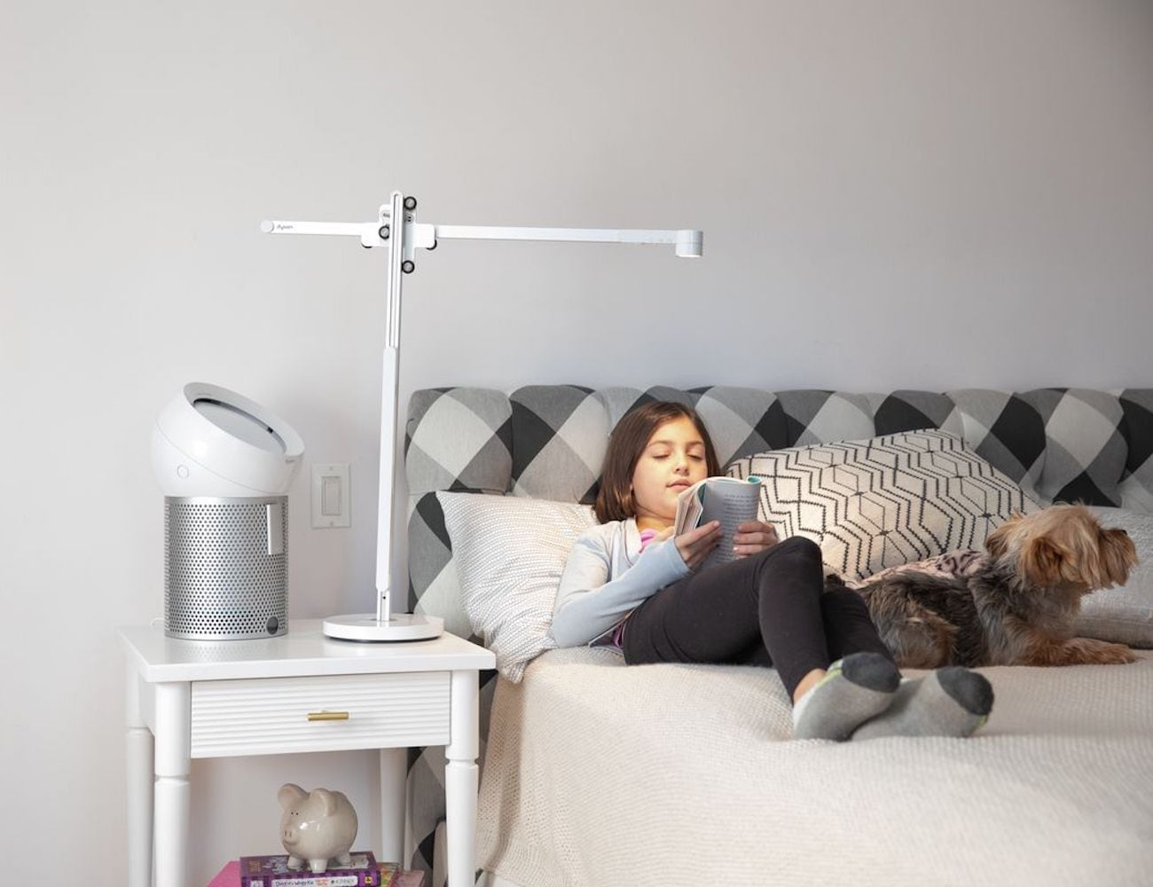 Dyson Lightcycle Ambient Task Light adjusts light accordingly