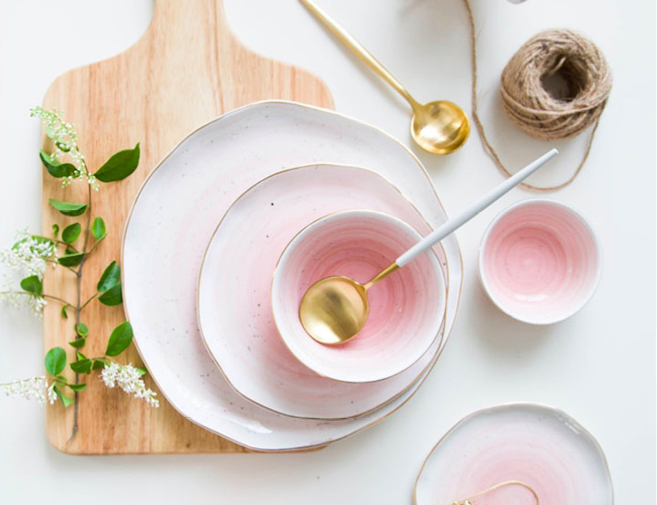 Gold Rim Ceramic Dining Dishes are exceptionally beautiful