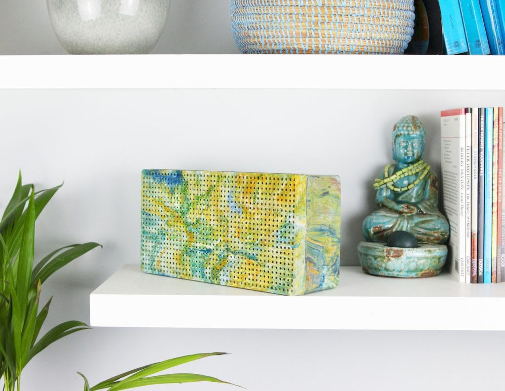 Gomi+Hand-Marbled+Recycled+Plastic+Speaker+is+made+from+plastic+waste