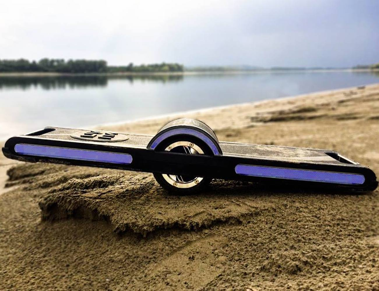 HX Urban Stabilizing Hoverboard keeps you upright and steady