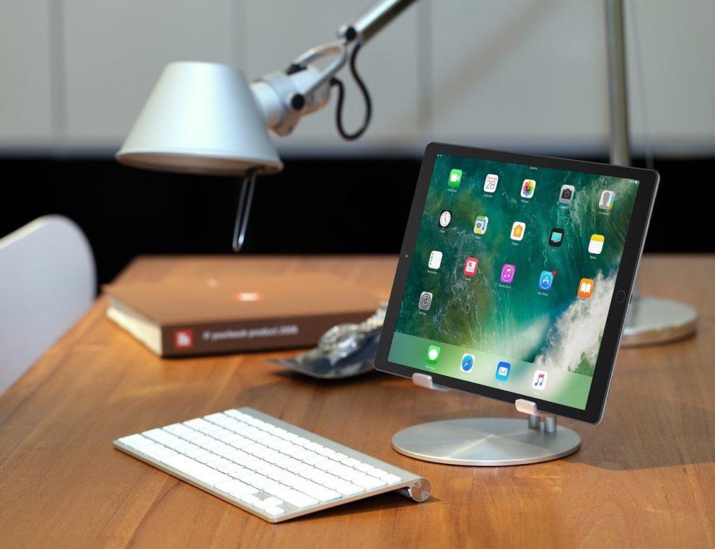 Just Mobile UpStand iPad Desktop Stand