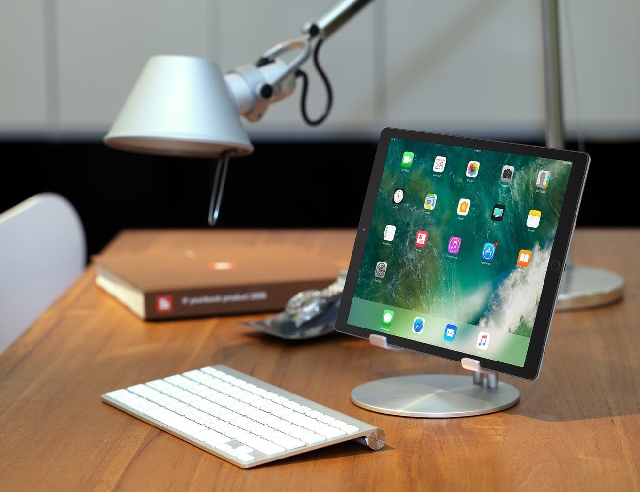 Just Mobile UpStand iPad Desktop Stand