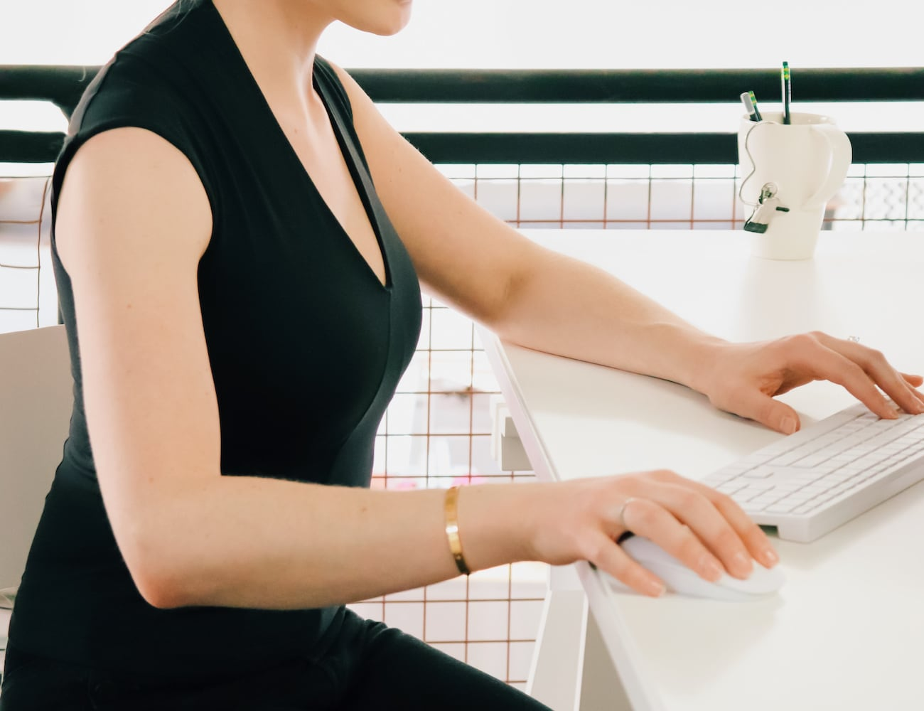 Kinflyte Posture Wear Essentials helps you develop a better a posture