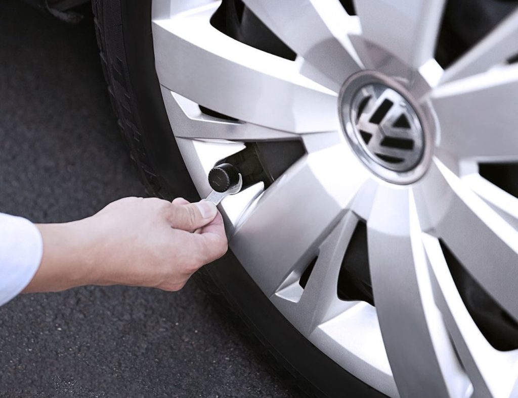 Nonda+ZUS+Smart+Tire+Safety+Monitor+ensures+a+safe+drive
