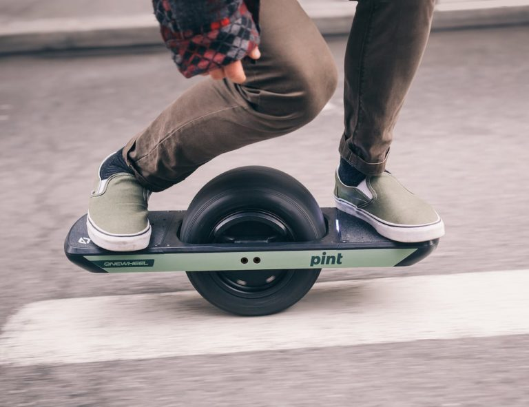 Onewheel+Pint+Mini+Electric+Board+makes+commuting+fun+and+easy