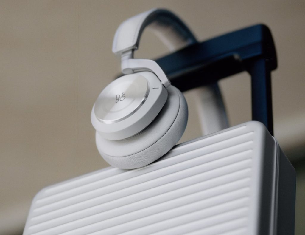 RIMOWA+x+Bang+%26%23038%3B+Olufsen+Beoplay+H9i+Headphones+come+in+an+aluminum+case