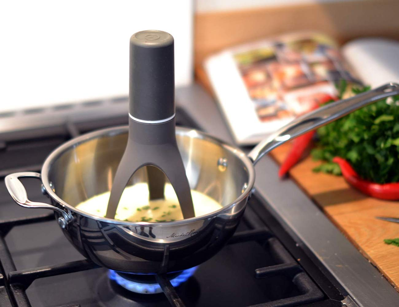 Uutensil Stirr Automatic Pan Stirrer stirs all your pots for you