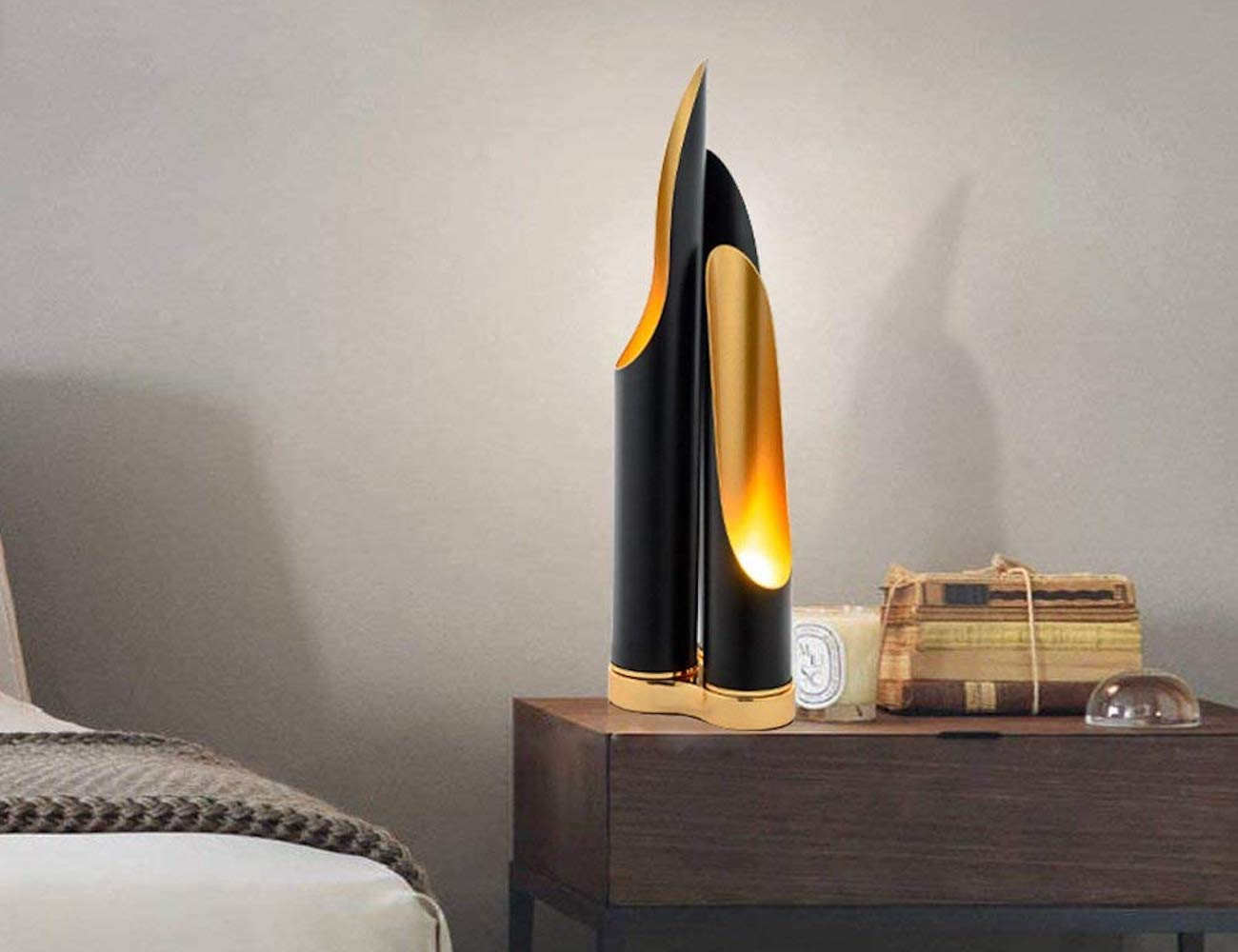 Wapipey Nordic Iron Table Lamp sparkles from all angles