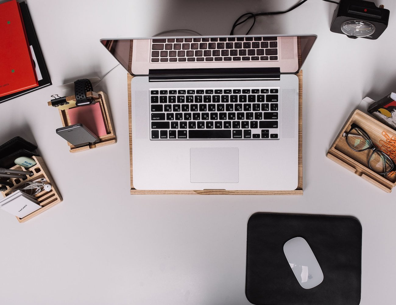 Wooden Desk Organizer Set keeps your desktop neat and tidy