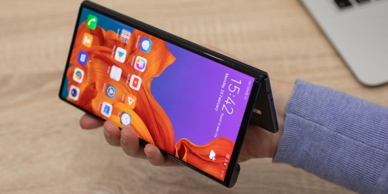 folding smartphones - Which is the best folding phone? Galaxy Fold vs. Huawei Mate X