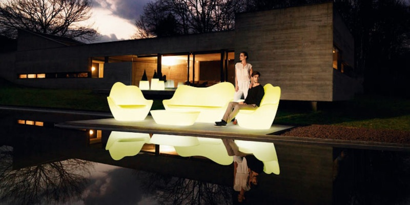 Vondom Sabinas Indoor/Outdoor Sofa - You won't believe what this smart home furniture can do