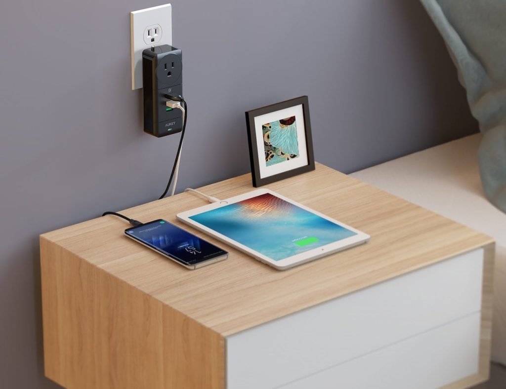 Aukey+Rotatable+USB+Wall+Outlet+charges+four+devices+with+one+plug