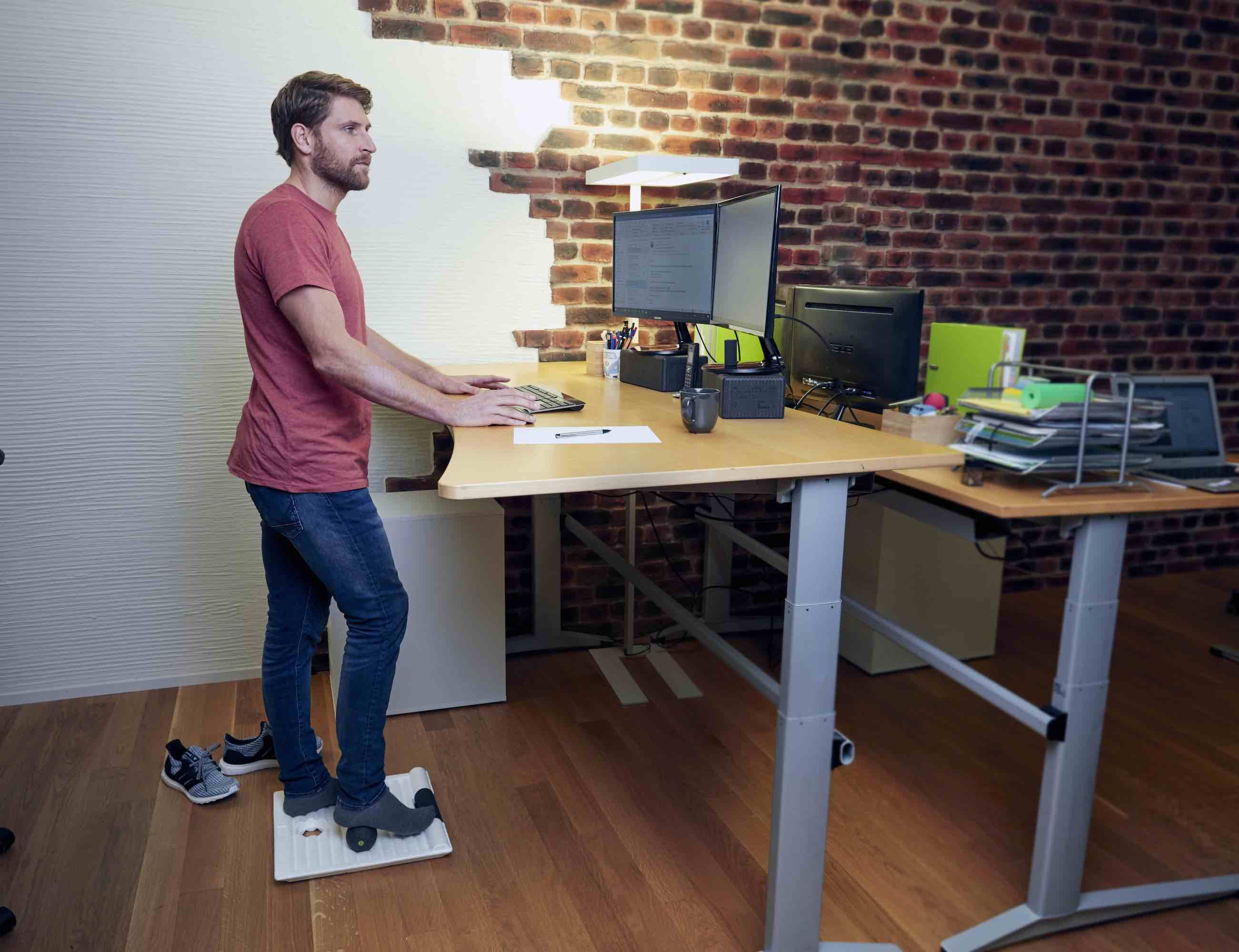 BLACKROLL® SMART MOVE BOARD Standing Desk Mat keeps you active