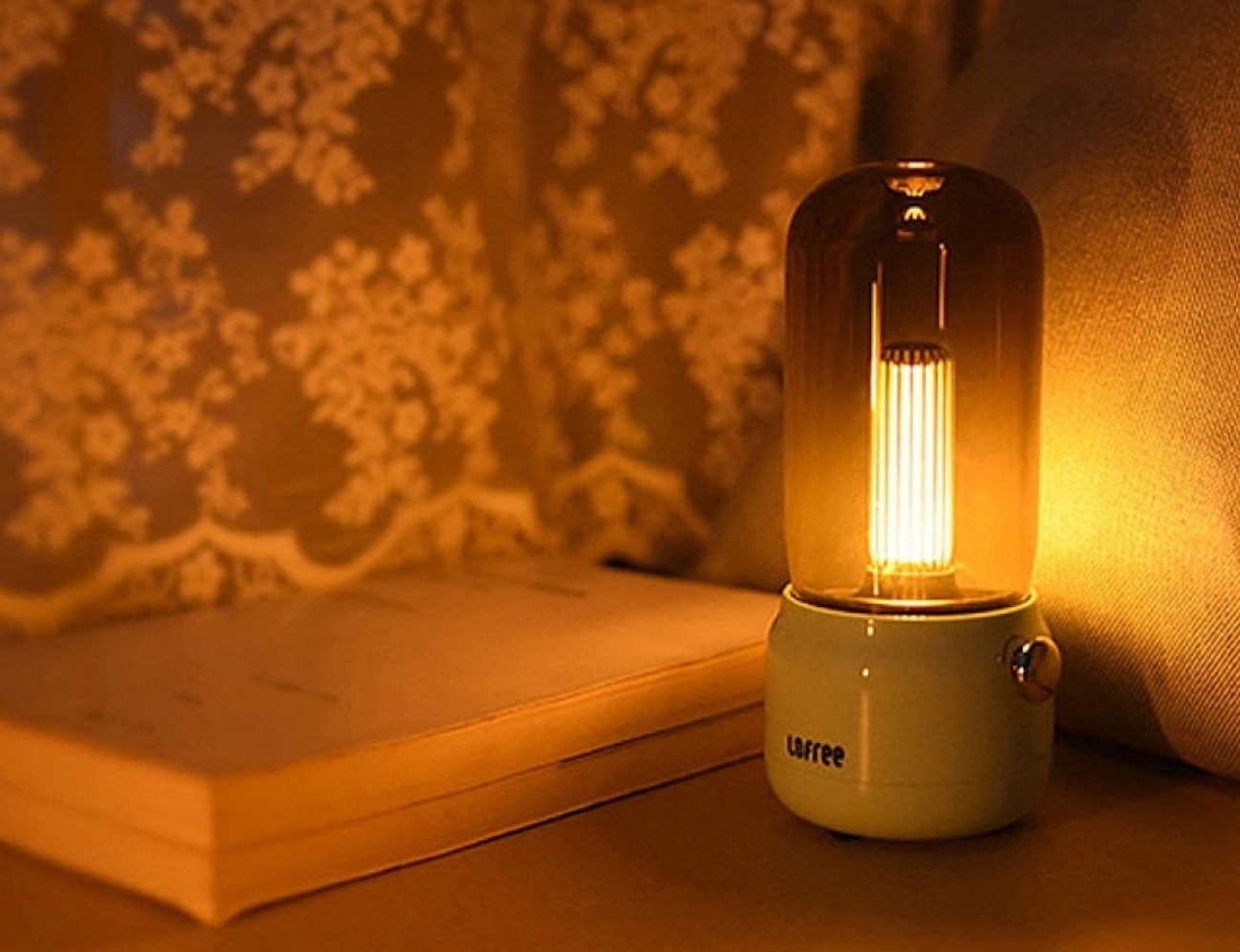 Candly Ambient Flickering Lamp imitates candlelight