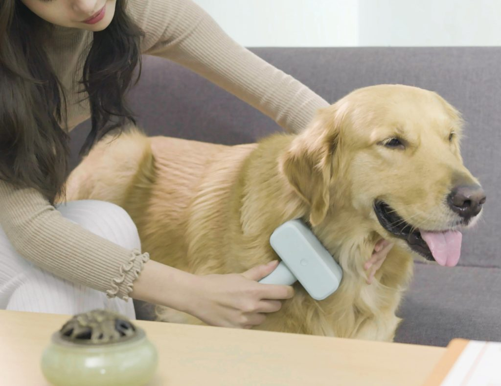 Kcomb+De-Shedding+Electric+Pet+Brush+helps+prevent+skin+disease