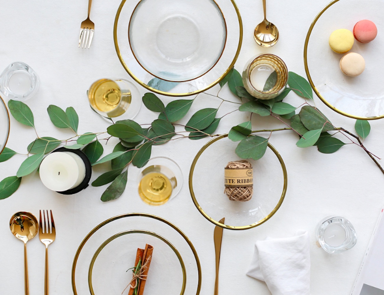Modern Gold Edge Glass Serving Dishes are modern yet elegant