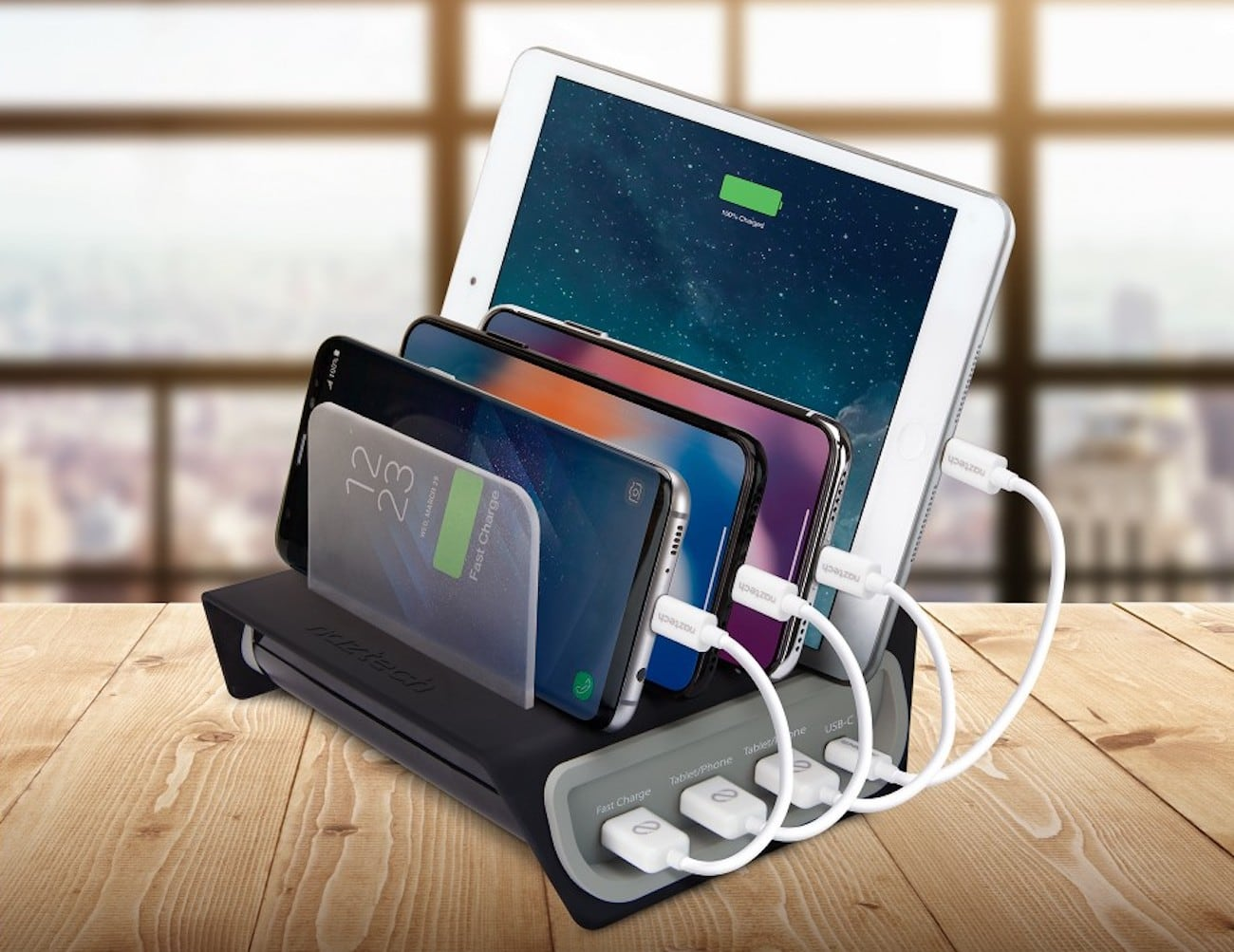Power Hub4 Adaptive Fast Charging Station simultaneously charges four devices
