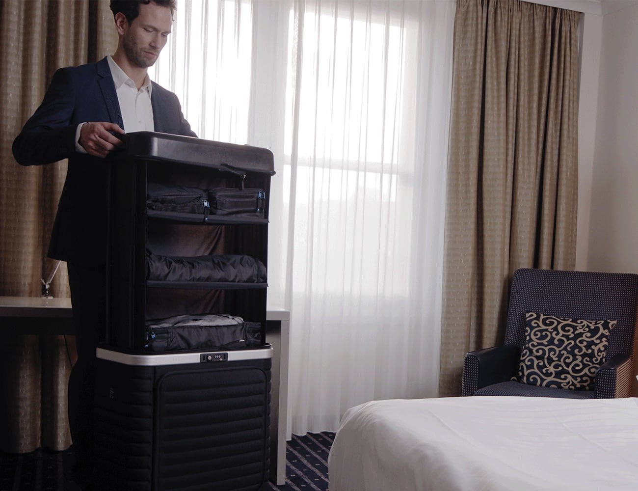 Pull Up Collapsible Suitcase is a mobile closet for traveling loading=