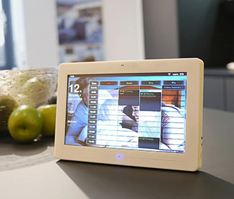 Thync+Smart+Digital+Calendar+puts+all+your+daily+info+in+front+of+you