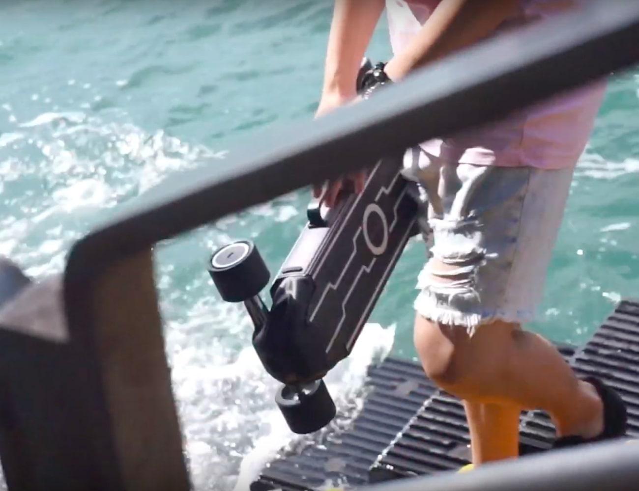 Zetazs Mini Electric Skateboard lets you commute in style