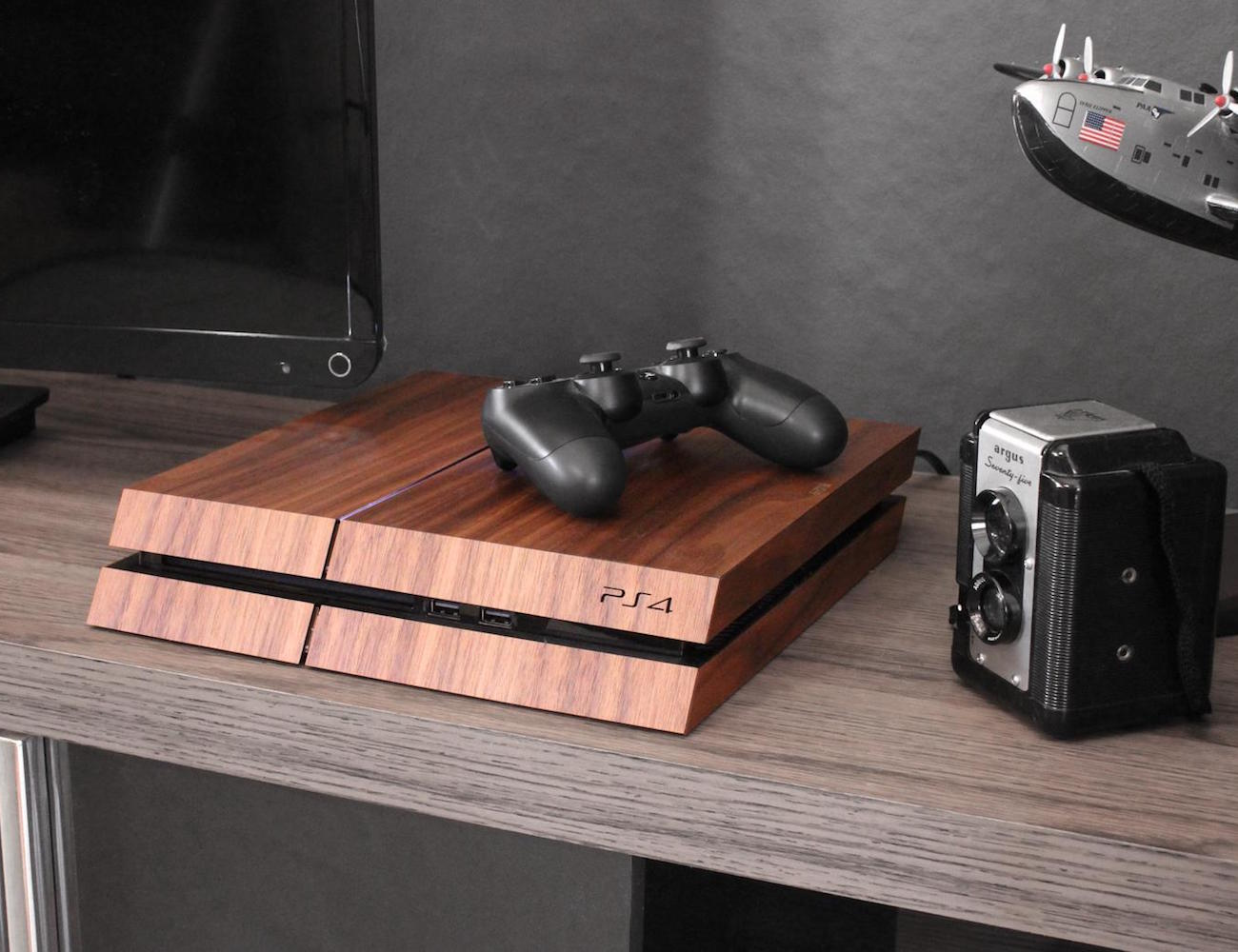 10 Must-have gaming accessories that will help you level up - Real Wood Cover 03