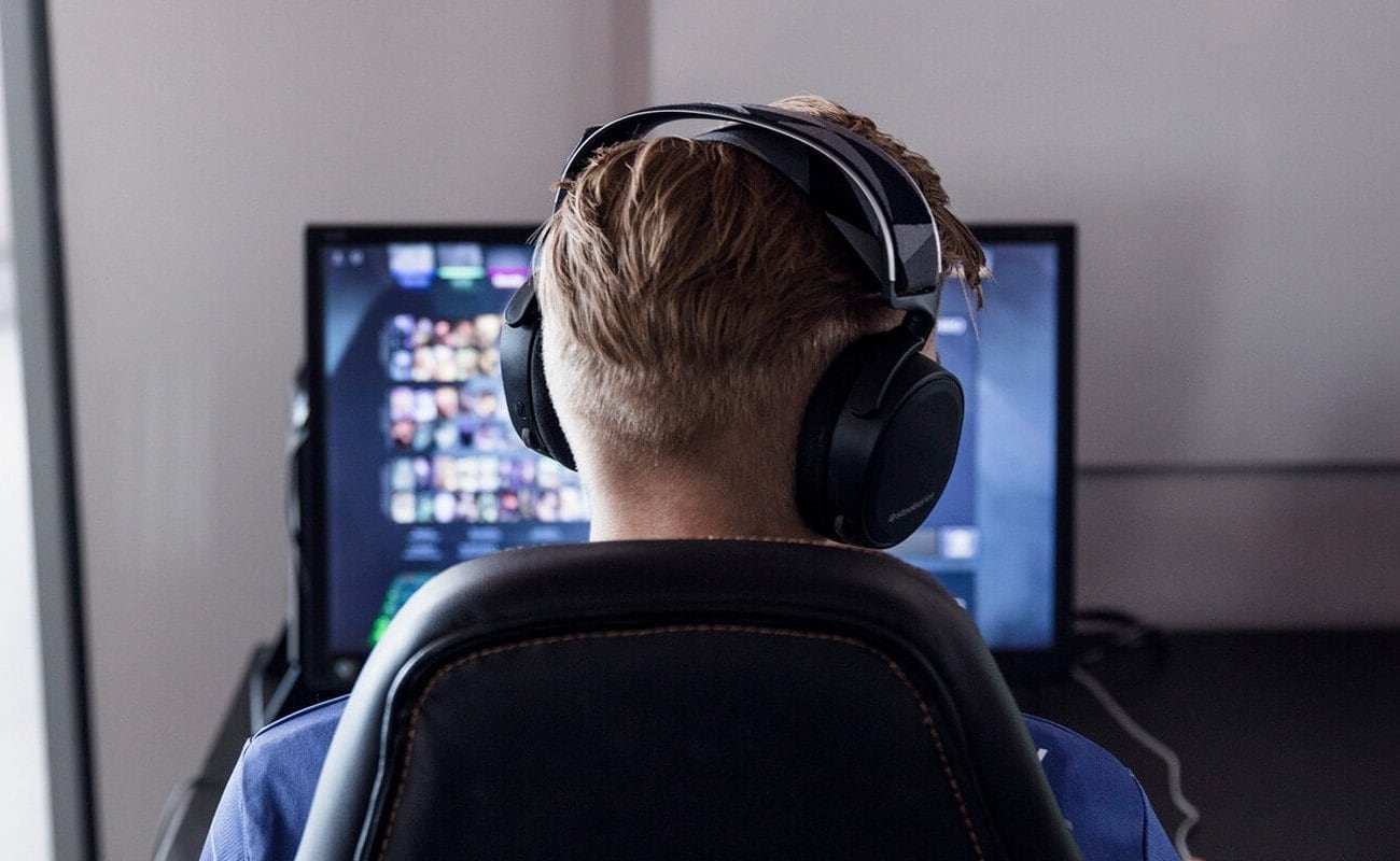 10 Must-have gaming accessories that will help you level up - SteelSeries Arctic 7 03