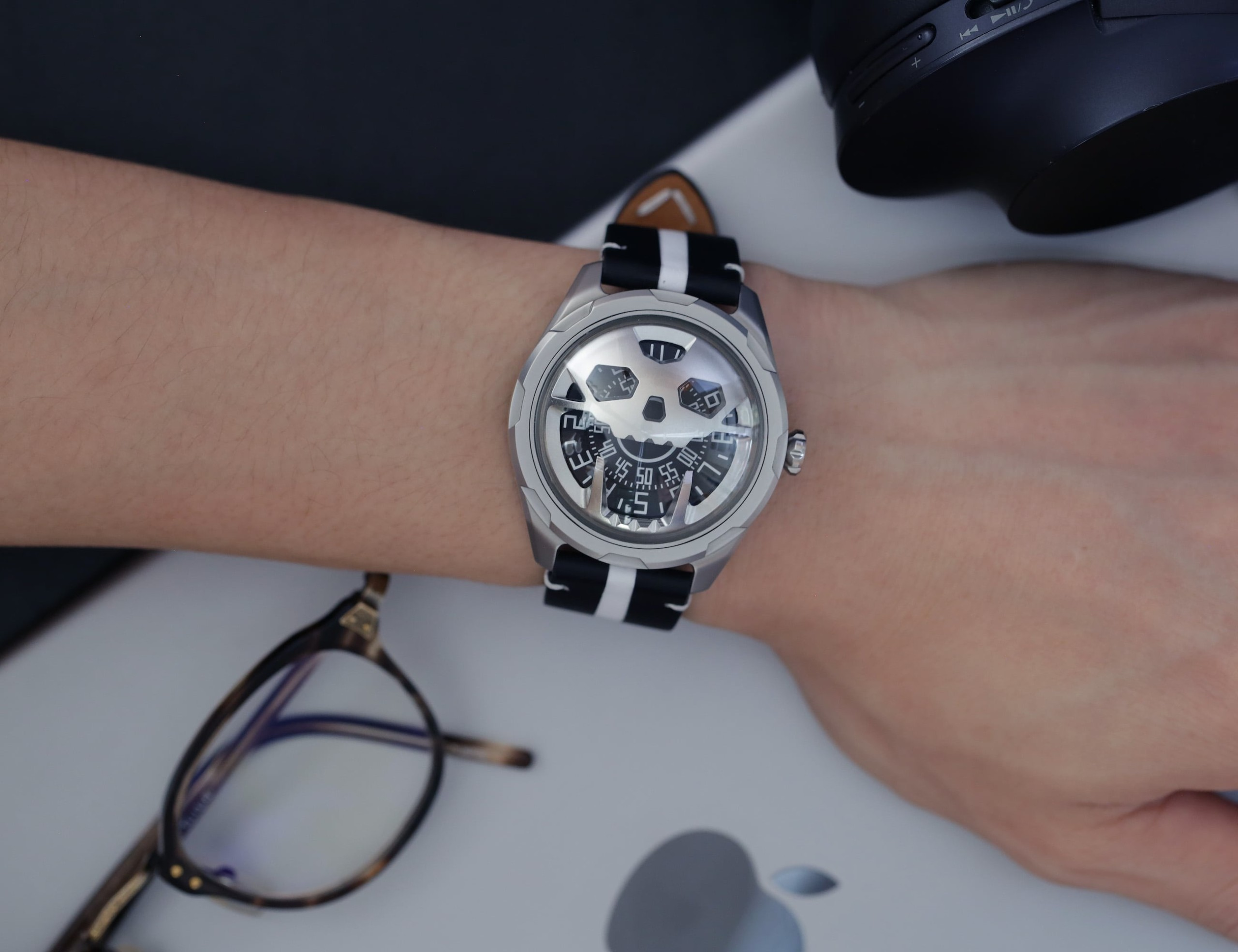 AISION Stereoscopic Skull Watch reminds you to pursue new passions