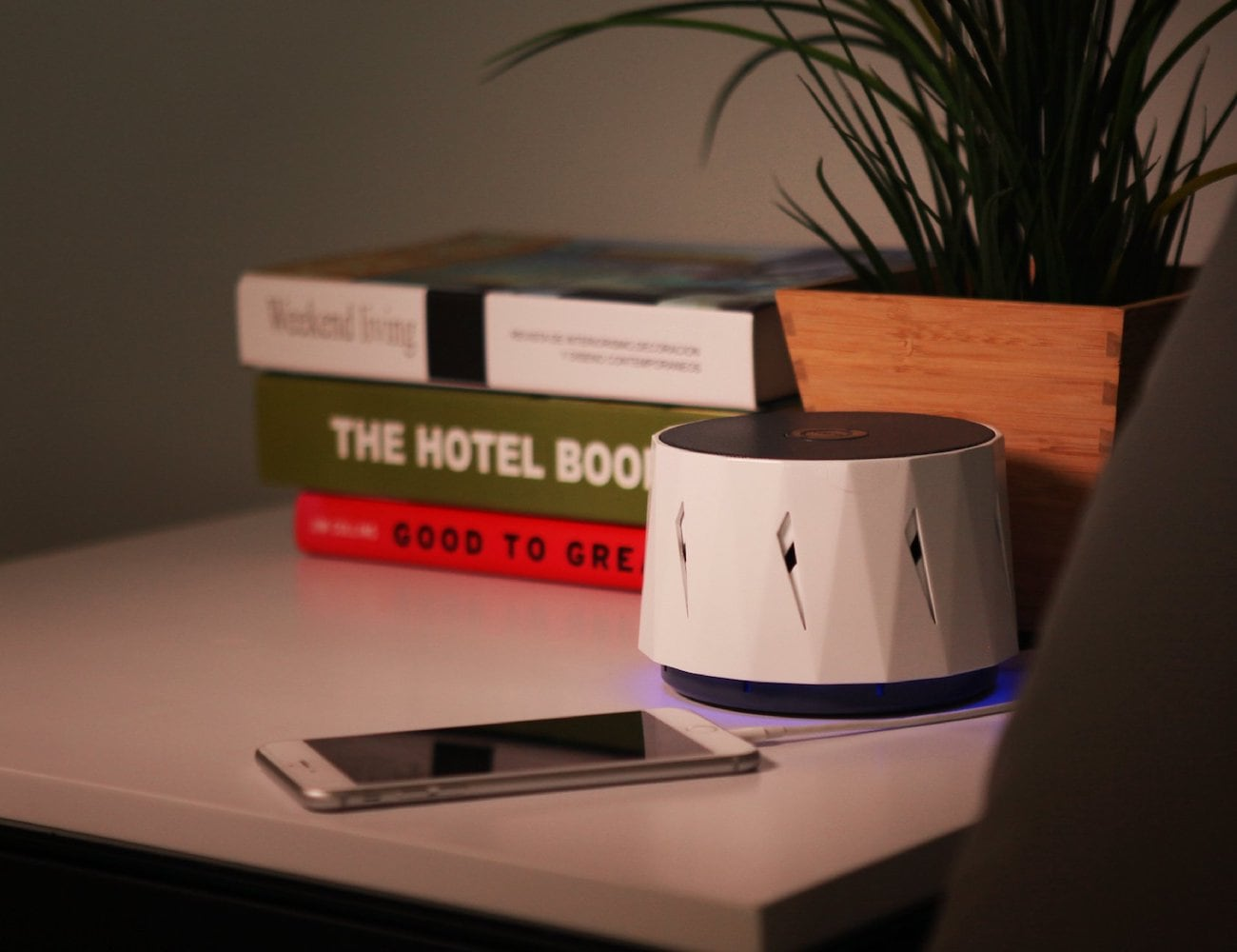 Dozzi Natural White Noise Machine is a one-way ticket to a good night's sleep