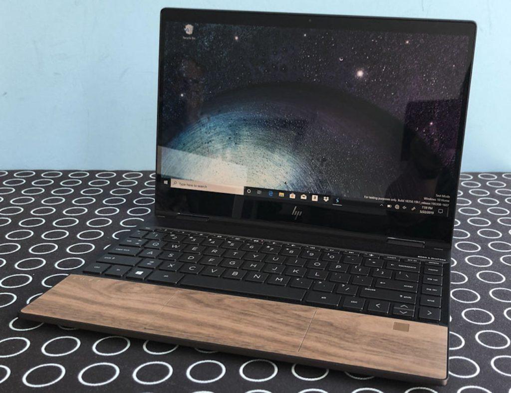 HP+Envy+Wood+Veneer+Laptop+tones+down+the+typical+metal+exterior