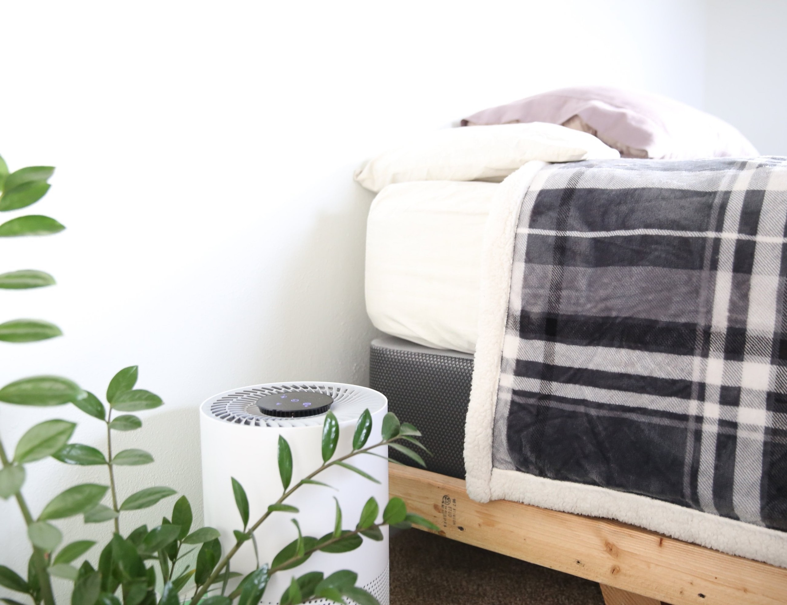 MA-Smart Three-Filter Air Purifier automatically cleans the air around you