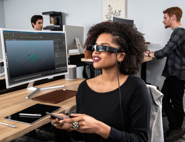 Epson+Moverio+BT-30C+High-Resolution+Smart+Glasses+provide+three+screens