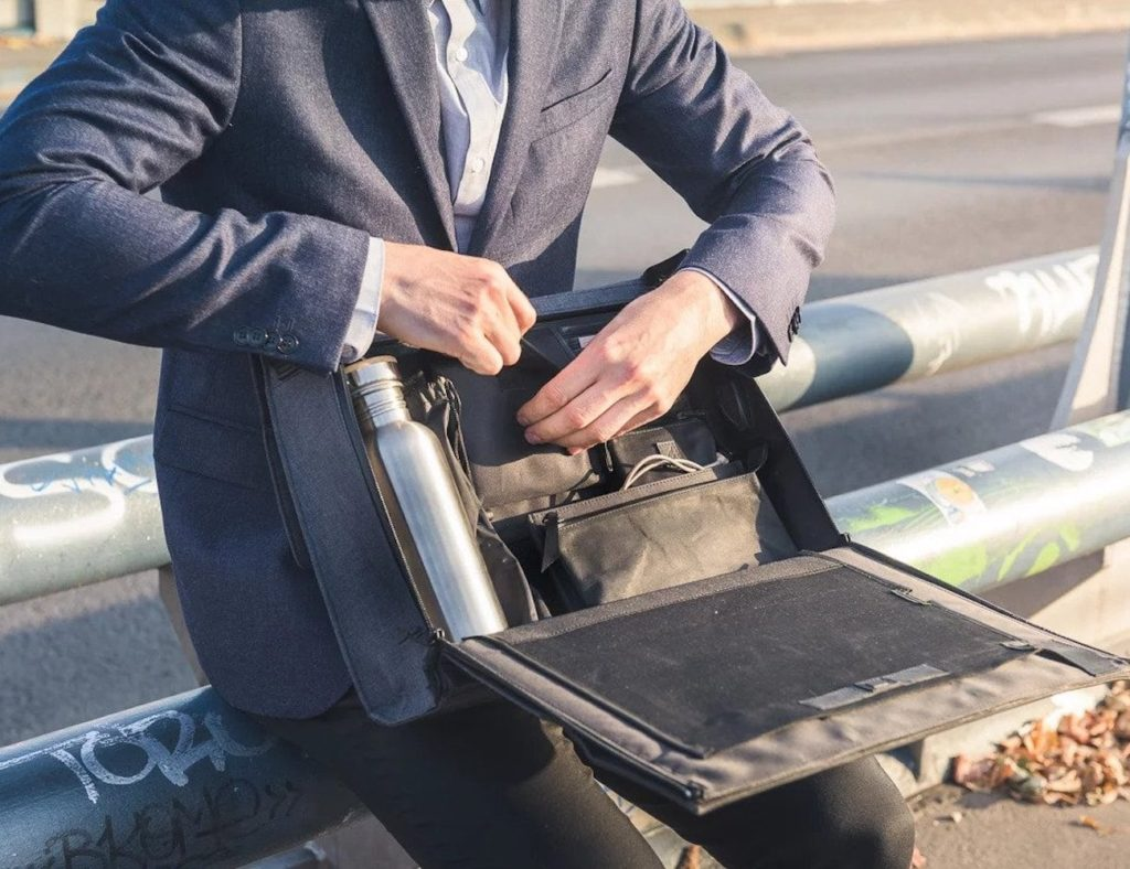 Urban+Nomads+Workstation+Laptop+Bag+lets+you+work+absolutely+anywhere