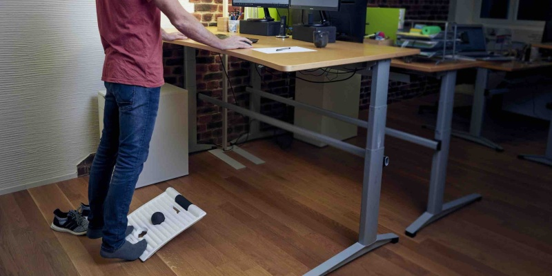 standing desks - The Smart Move Board will make you more active at work