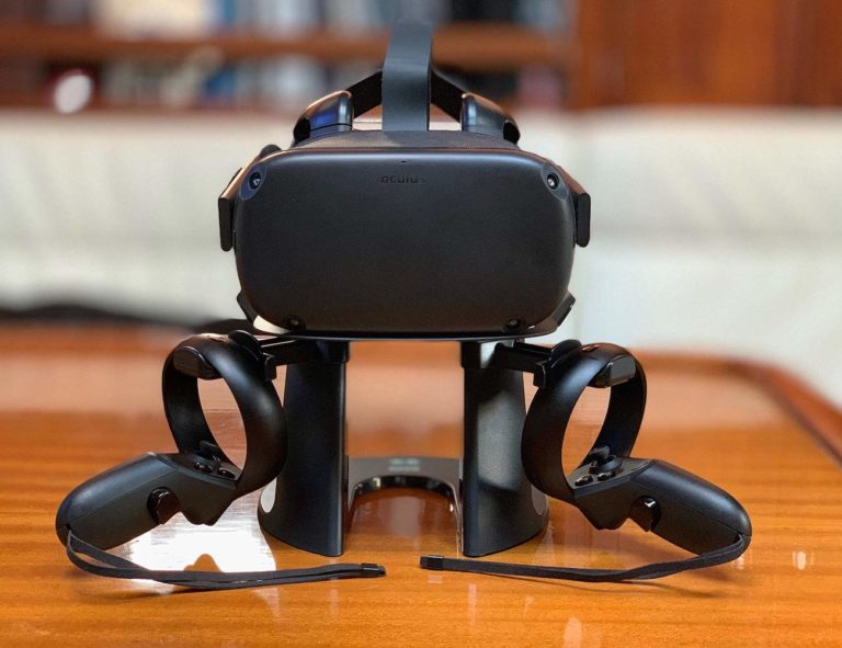 AMVR+VR+Stand+Headset+Holder+proudly+displays+your+virtual+reality+headset