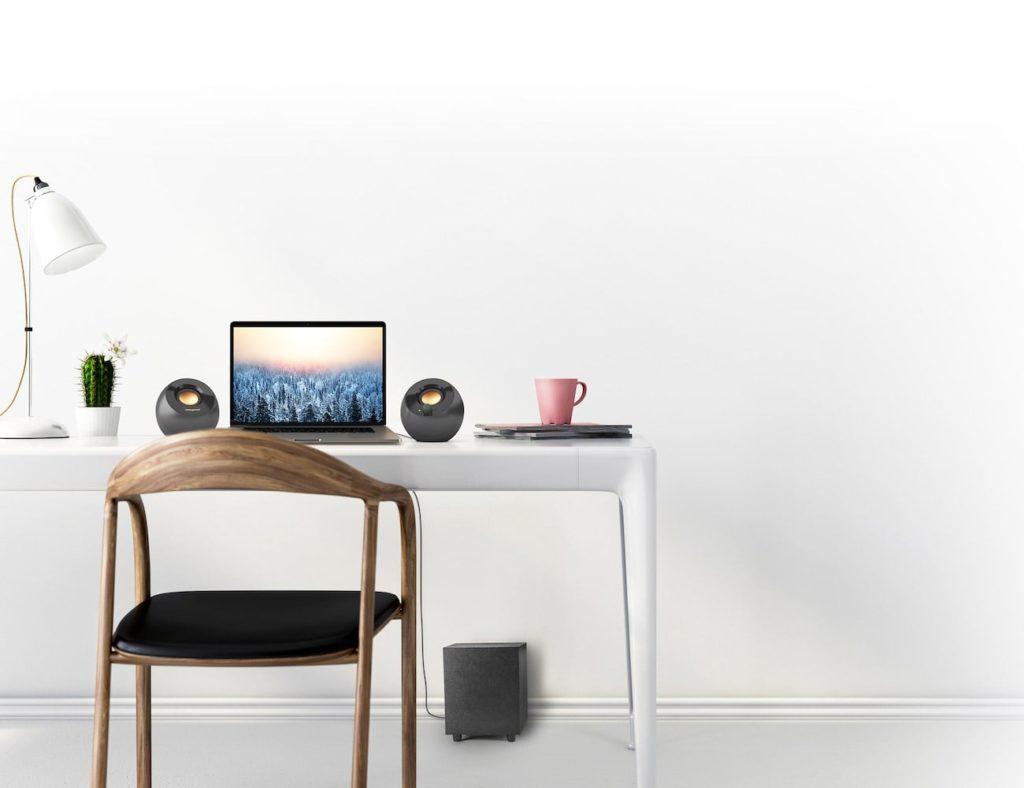 Creative+Pebble+Plus+USB-Connected+Desktop+Speakers+give+you+extra+bass+from+their+subwoofer