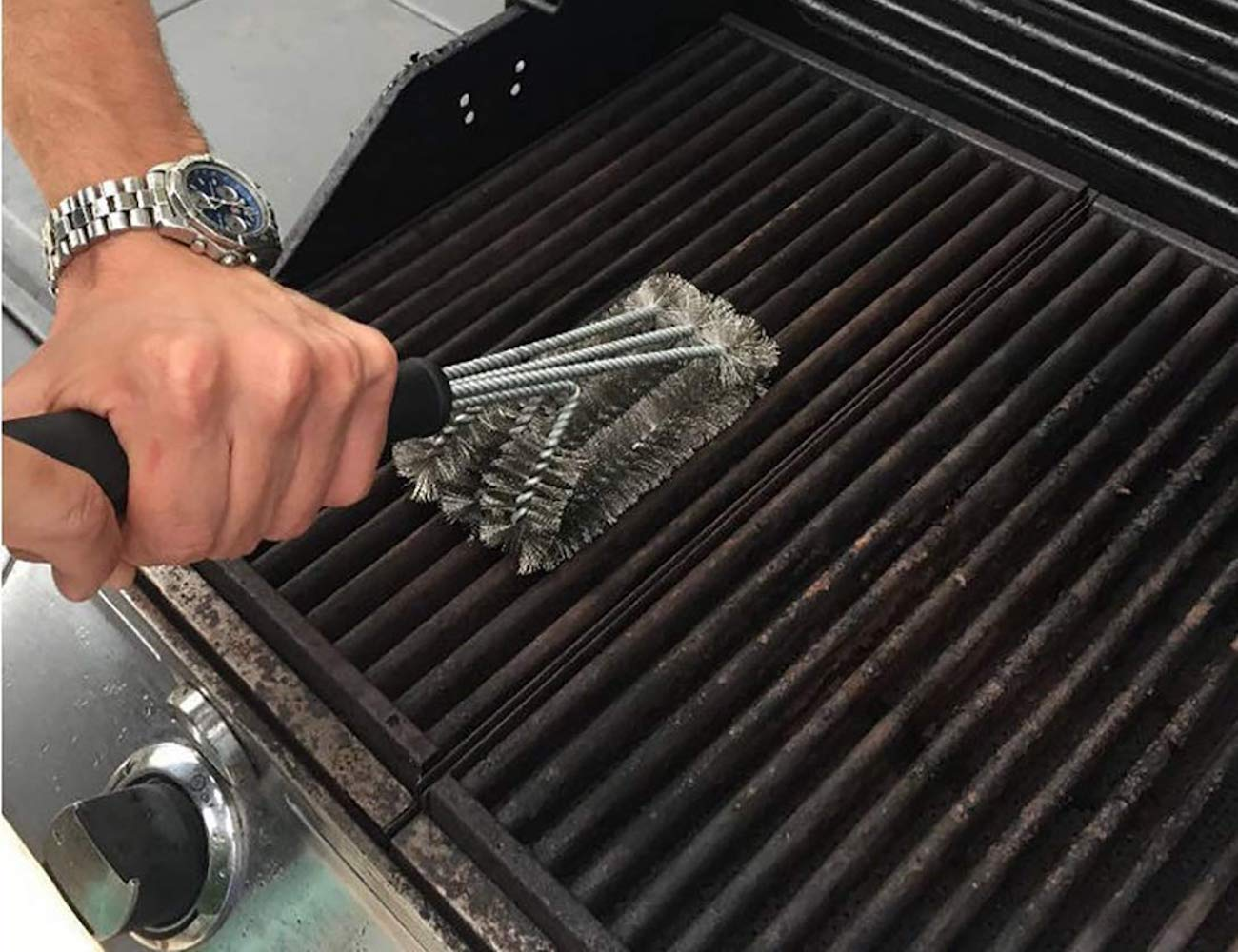 Foya Stainless Steel BBQ Grill Brush is the perfect 3-in-1 cooking tool