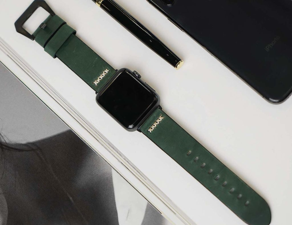 Gaze+Apple+Watch+Band+Classic+Leather+Strap+gives+your+modern+device+a+stylish+backdrop