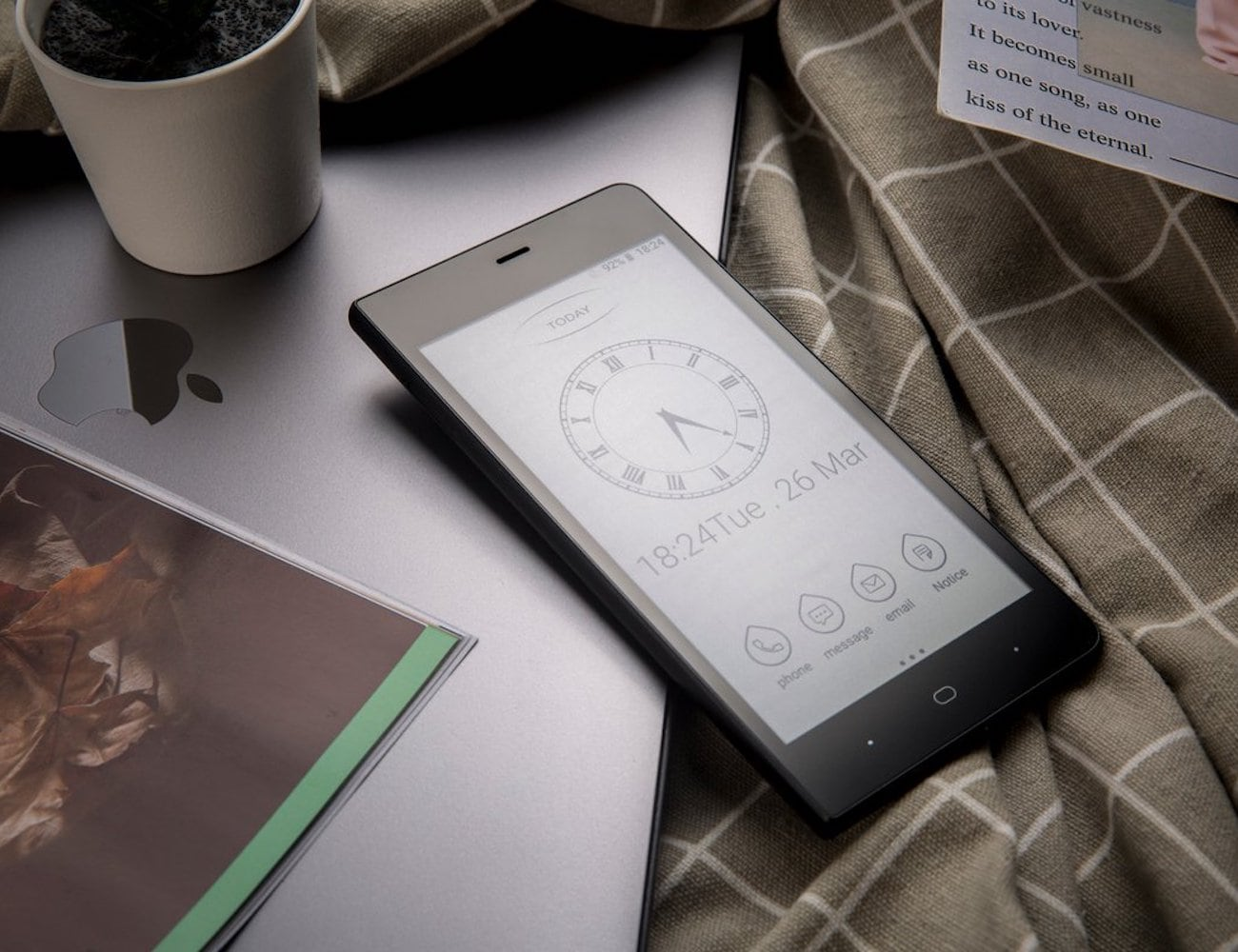 Kingrow K1 E-Ink Smartphone protects your eyes from blue light