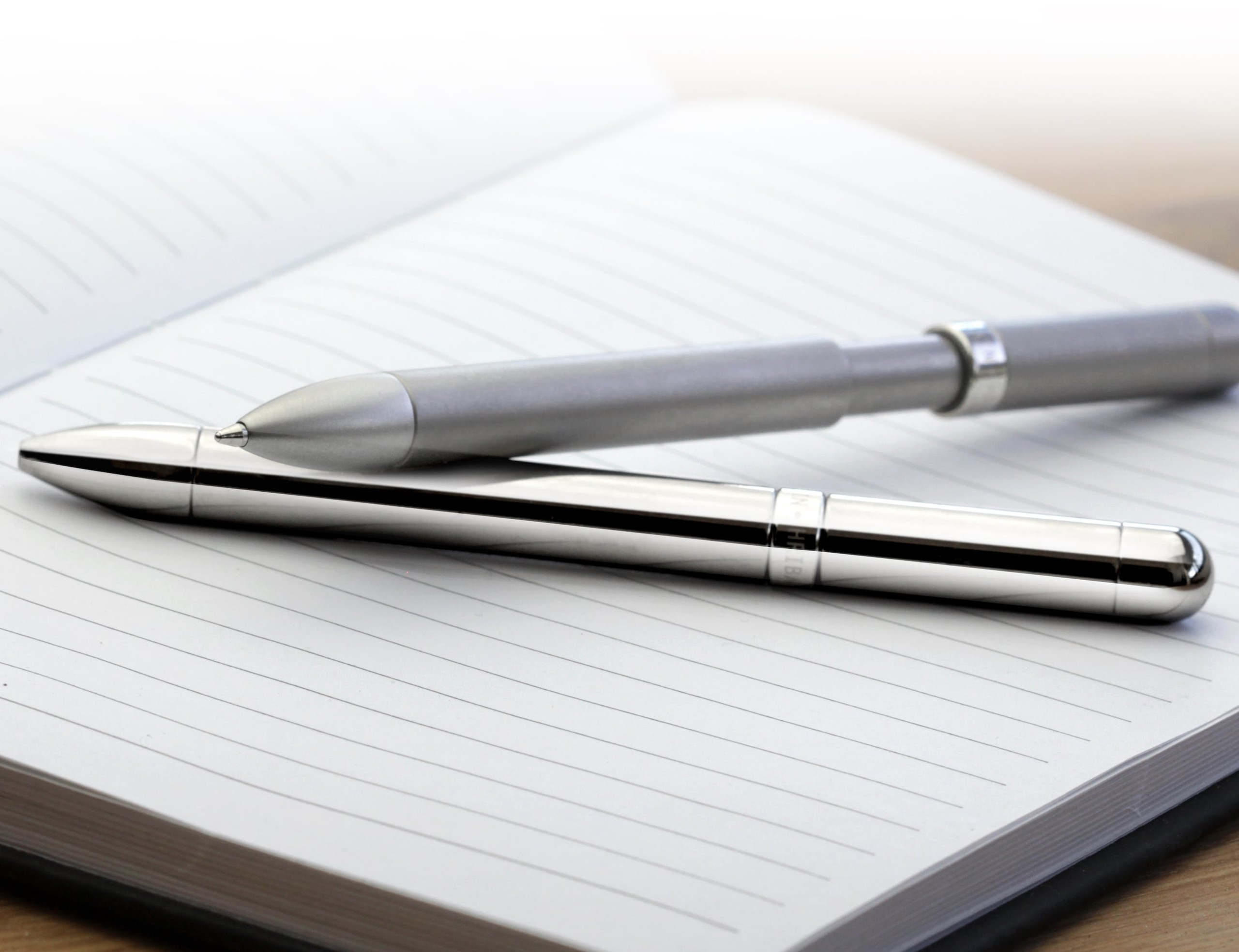 MAGNO-INK Magnetic Anti-Roll Pen has an internal mechanism that keeps it in one place