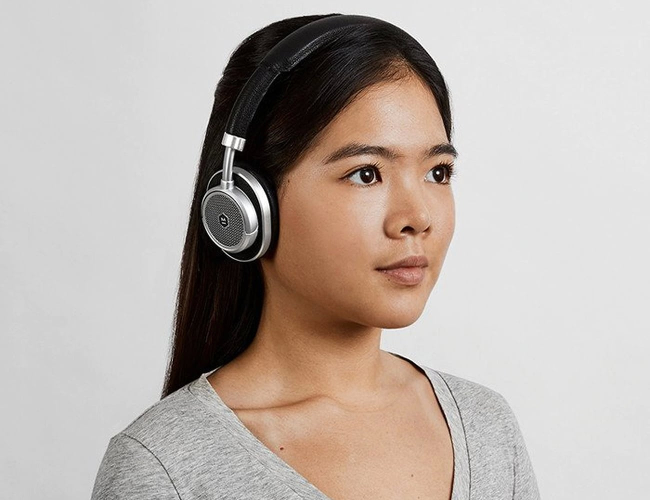 Master & Dynamic MW60 Foldable Wireless Over-Ear Headphones have a 16-hour battery life