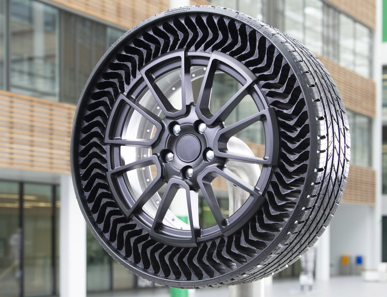 You Can Never Go Flat With Michelin Uptis Airless Smart Tire