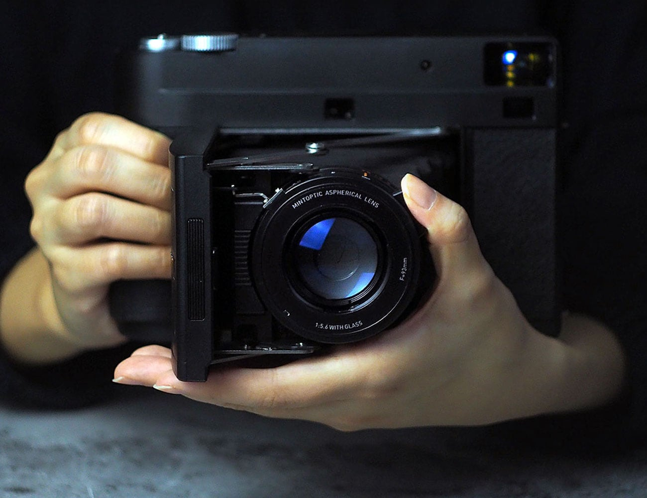Mint InstantKon RF70 Nostalgia Inspired Camera has the feel of an old Polaroid