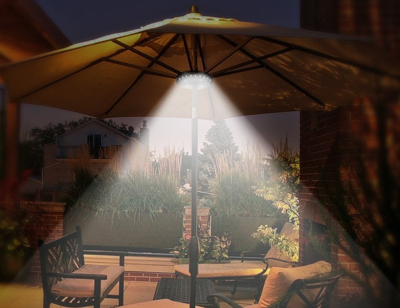 OYOCO Umbrella Light Hanging Outdoor Lamp will shine bright on your patio parties
