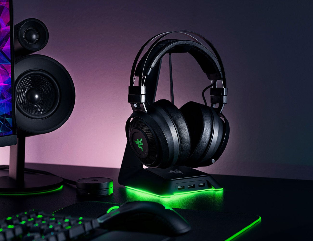 "Razer Base <em class=""algolia-search-highlight"">Station</em> Chroma USB headset desk stand is perfect for organized gamers"